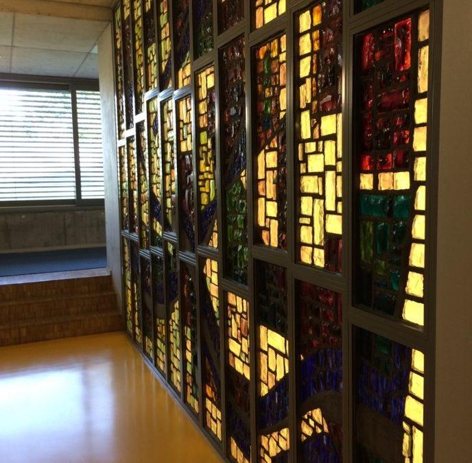 Ecole du Grand Salève à GE – Rétroéclairage d'un vitrail